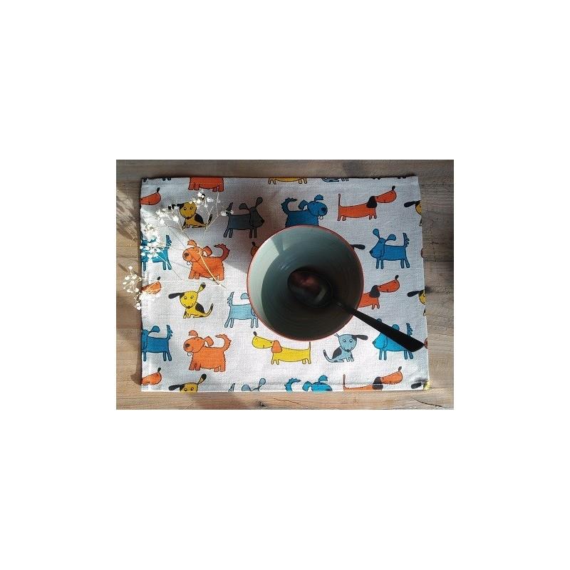 set de table lin et coton motif chiens colorés